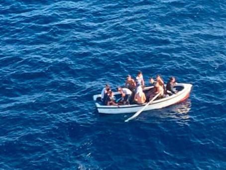 Al menos cuatro muertos en Canarias tras volcar una patera