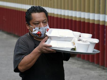 Restaurantes bolivianos buscan mantenerse con repartos a domicilio en cuarentena