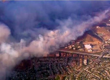 """Miles de bomberos luchan para sofocar incendio """"apocalíptico"""" en la costa oeste de EEUU"""