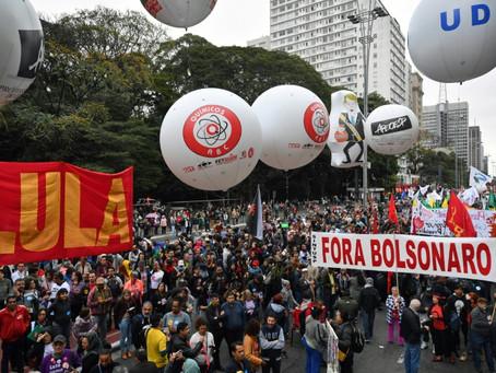 Brasileños protestan contra bloqueos de presupuesto en la educación