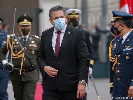 Crisis en Perú se agudiza tras violenta noche de protestas y renuncias de ministros