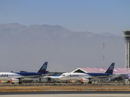 Asfixiada por la pandemia, aerolínea LATAM pide acogerse a ley de bancarrota en EEUU