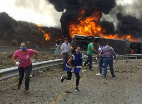 Fallecen al menos 21 personas en un accidente de tránsito en México