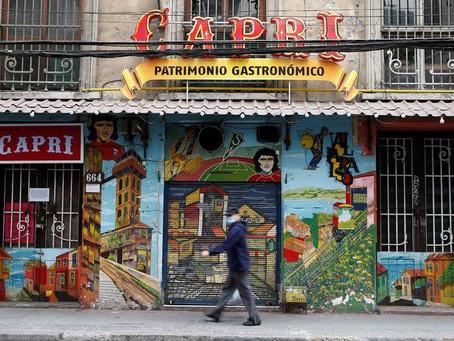 Chile autoriza apertura gradual y con restricciones de restaurantes en algunos municipios