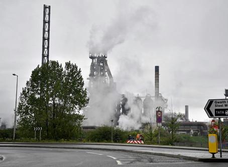 Dos heridos leves en explosión en altos hornos de Tata Steel en Gales