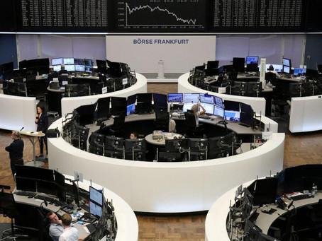 Las bolsas europeas caen ante la cautela por los ensayos anti-COVID y el paquete de EEUU