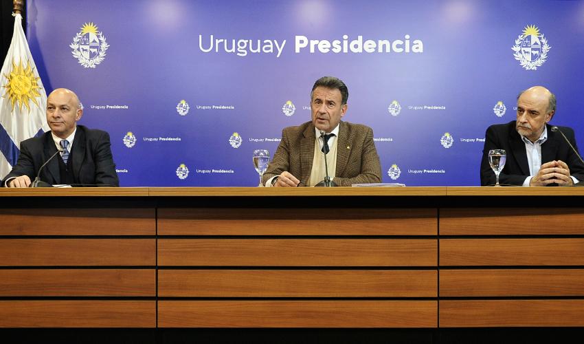 Uruguay extiende cobertura de salud para trabajadores en situación de despido
