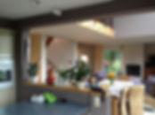 Espace salle à manger et cuisine avant travaux de rénovation.