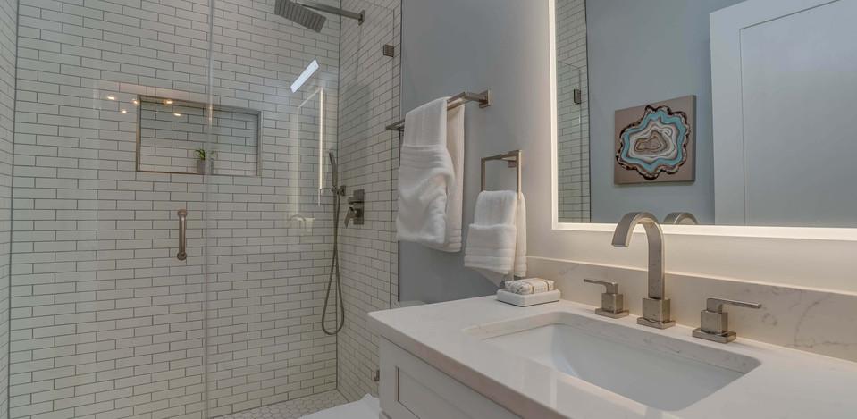 2513 N Vernon St Arlington VA 22207 Bath