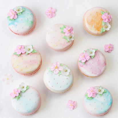 Marbled macarons with royal icing flower details