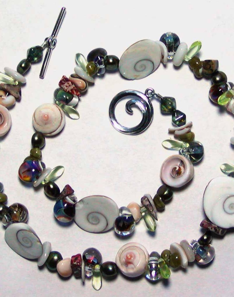 beach necklace.jpg