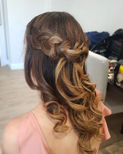 Gorgeous loose braided crown.