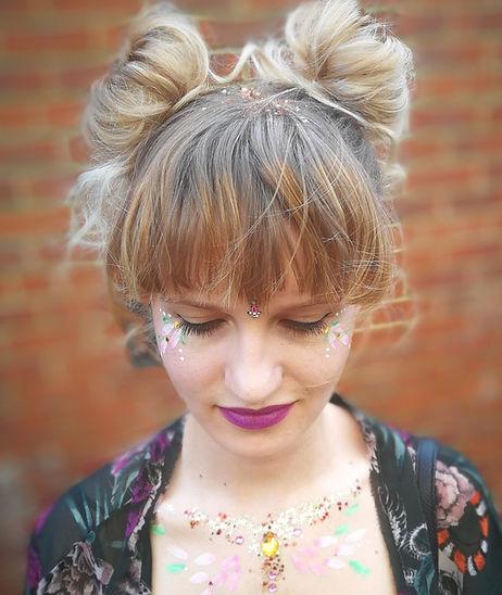 Wishbone & Comb vintage hair & makeup. Mobile hair stylist & makeup artist in Cardiff. Vintage hair-up, retro makeup