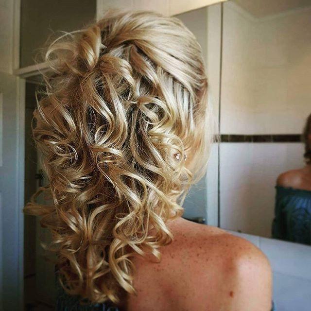 Curly bridal hair.