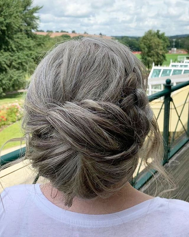 A folded chignon for this mother of the groom.
