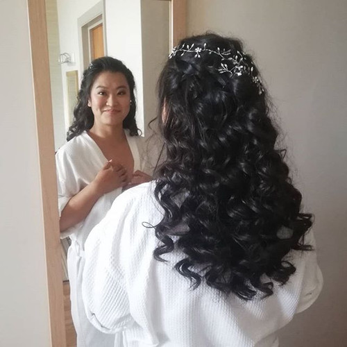 First glance at her bridal hair.