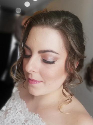 Pastel make-up tones.