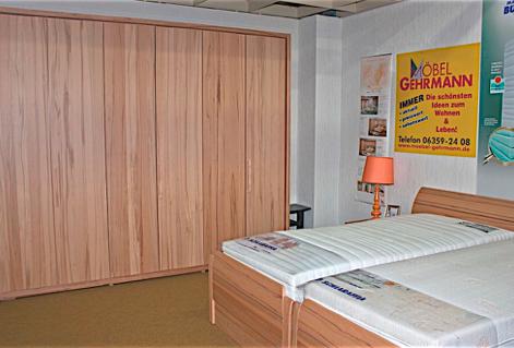 Schlafzimmer mit teilbarem Doppelbett