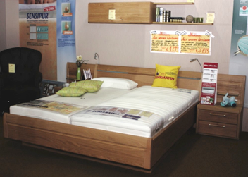 Schlafzimmer mit Schrank Wildeiche massiv