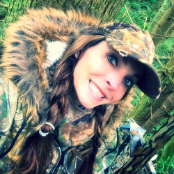 That day when you go deer hunting alone for the very first time! WTD if I actually get one__ 😳 #gir