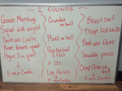 Monday madness! 😍 Have yourself an awesome Monday! 1-minute in each exercise and 1-2 rounds of this