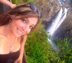 Enjoying #snoqualmiefalls 💛 Happy Sunday!!! Hope everyone had an amazing weekend! 💕💕💕_#lovelife