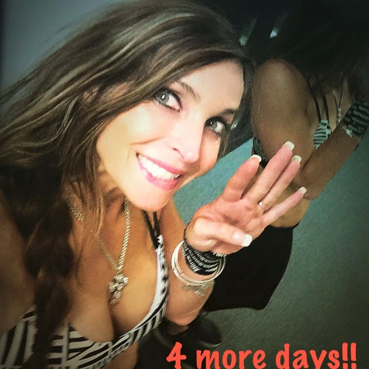 4 more days! And I'll be back on stage again! This time shooting for the stars on the WNBF stage in