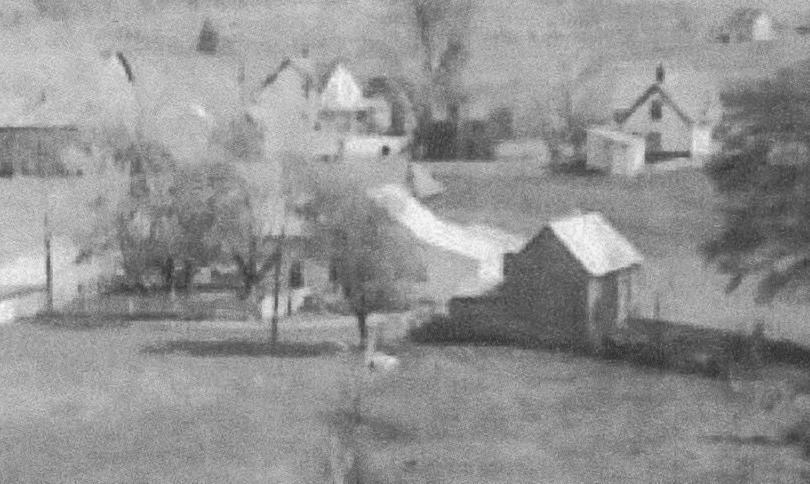 Détail d'une photographie prise de loin par Gerald Quilliams, avant 1960.  Portion of a long-shot photograph taken by Gerald Quilliams before 1960.