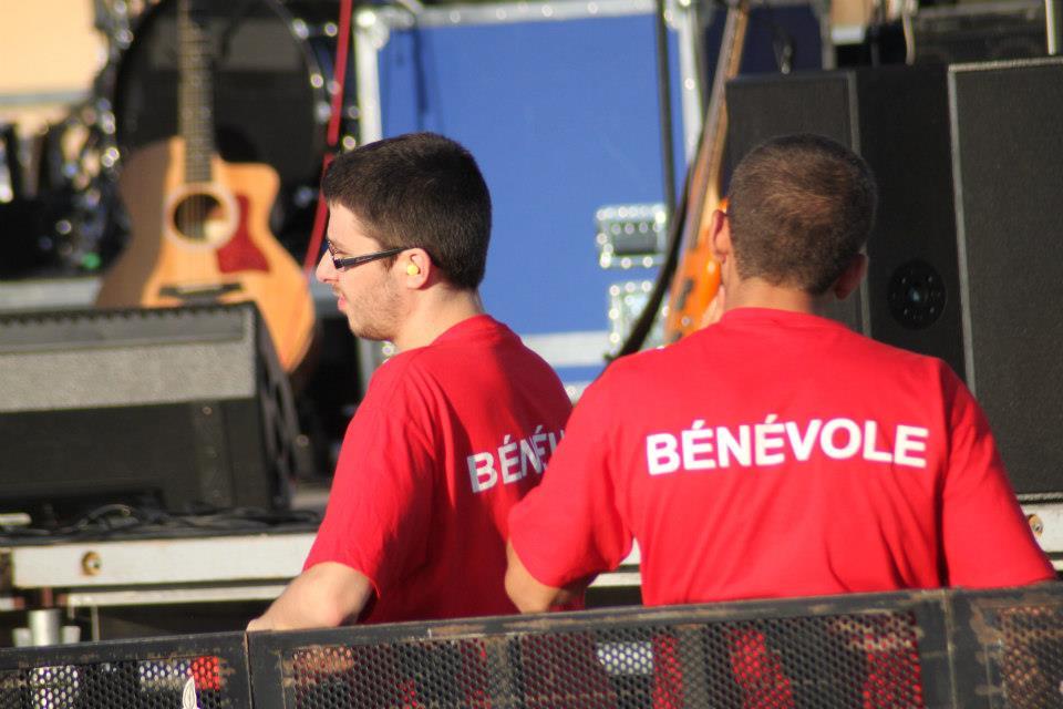 BENEVOLES Dos