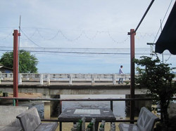 Jay Nong, Seafood near the Bridge
