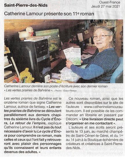 Article de Ouest-France Mayenne du 27 mai avec photo. Catherine Lamour présente son 11e roman.