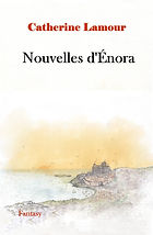Couverture de Nouvelles d'Énora Une ville et un chateau au bord de l'océan vus de loin, ciel orange