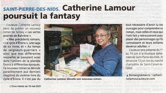 Article de l'Orne Hebdo du 19 mai : Saint-Pierre-de-Nids Catherine Lamour poursuit la fantasy avec photo de l'auteure à son bureau