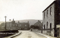Wesleyan Chapel with wartime painted kerbs, about 1919.