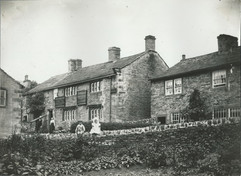 Main Street, Kiln Hill with the Bay Horse Inn, closed in 1907.