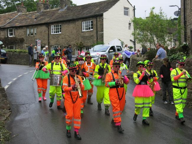 Cononley-Gala-procession-2.jpg