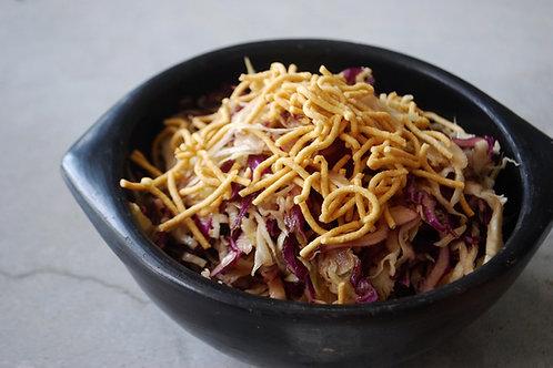 סלט כרובים צבעוני ברוטב חמאת בוטנים אסייתי