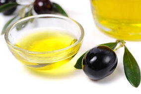 olive-oil-good-for-lips-1.jpg