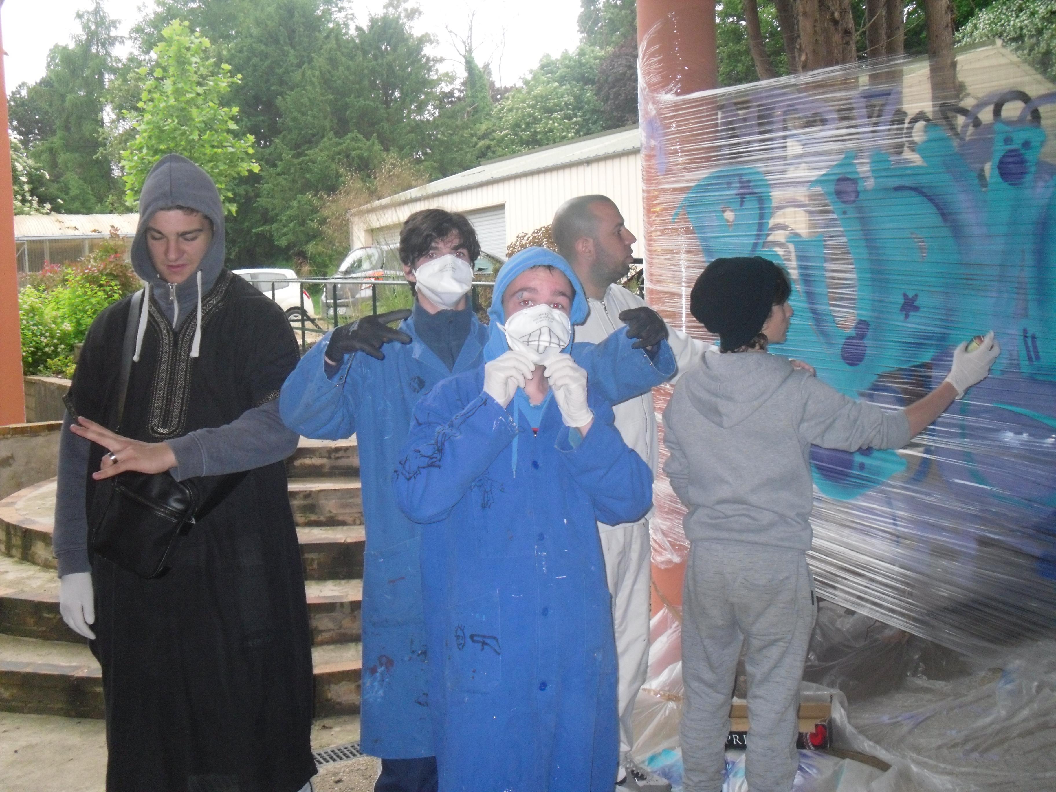 Les élèves testent la bombe