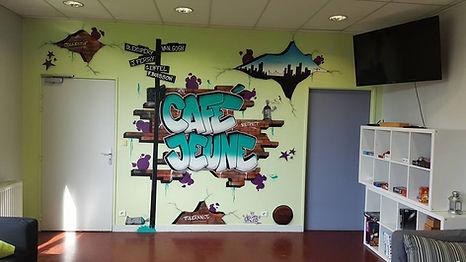 UR-78 artiste graffiti, deco graffiti pour le café jeune d'Ermont, tag, design et street art, UR-78 deco graffiti