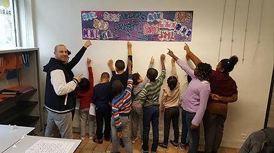 Affiche crée par les enfants avec leurs prénoms en graffiti
