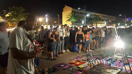 deco graffiti et spray paint art, marché nocturne de Fréjus,l'artiste graffiti et street art UR-78 réalise à la demande des décorations graffiti pour les touristes du monde entier. Tag et design graffiti