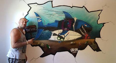 UR-78 artiste graffiti, deco graffiti sur porte de garagede soleil miami beach, tag, design et street art, UR-78 deco chambre d'enfant, street art, spray paint art, UR78 artiste graffiti, requin, shark