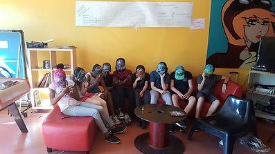 Les jeunes lors d'un atelier graffiti sur casquettes avec l'artiste UR-78,  graff ink maker  entreprise de communication visuelle et décoration graffiti sur tous supports par UR-78,tag, deco graffiti
