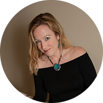 Sarah Hutchings Headshot 2a CIRCLE small