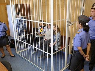 Подсудимых выпустят из клеток