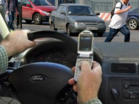 Водителей будут штрафовать по фото с мобильного телефона