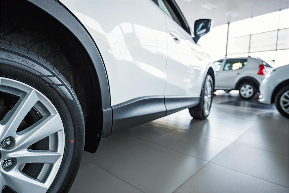 Araba bayileri aracınız satmak için iyi bir seçenek mi? Belki hızlı bir seçenek olabilir ama en iyi fiyat için doğru bir seçenek değildir.