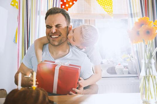Sohn überraschend seinen Vater mit Gebur