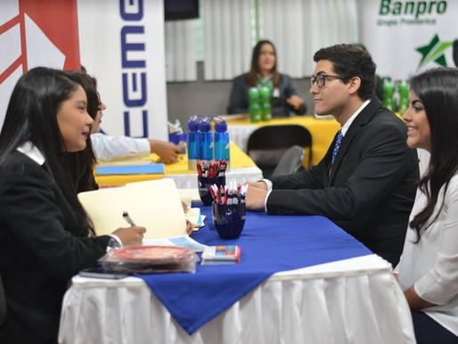 Más de 30 empresas participaron en la XXI Feria Laboral